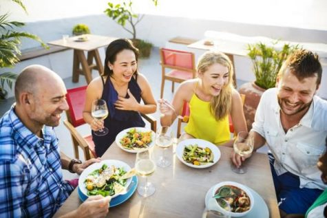 The Ultimate Summer Dining Out Guide: 10 Tips for a Healthier You